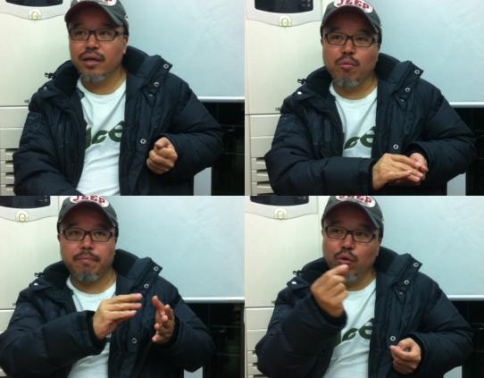 다양한 표정과 손짓으로 말하는 윤태호 작가
